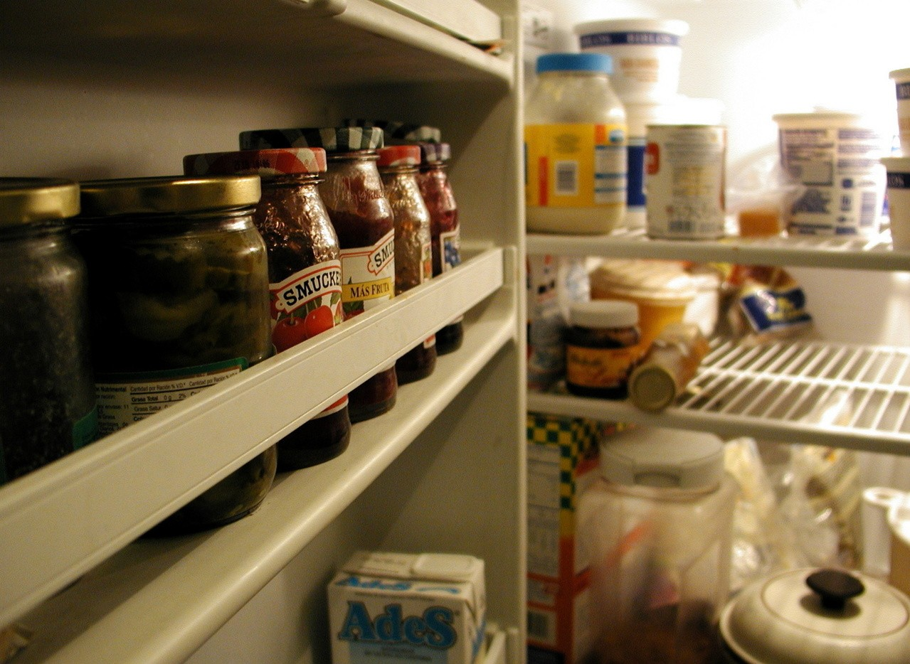Naklejki na lodówkę szybko pomogą odmienić kuchnię