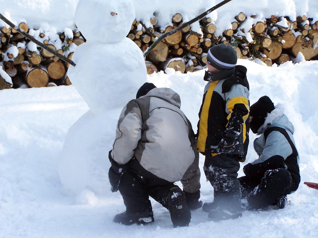Sanki, Bałwan i wojna na śnieżki