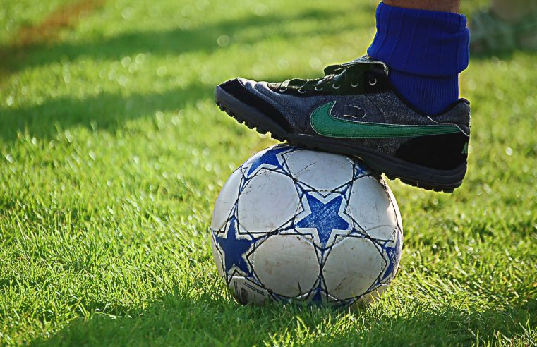 Akcesoria sportowe dla małego piłkarza