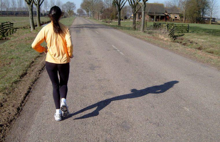 Jak zacząć przygodę z bieganiem? Potrzebne akcesoria sportowe