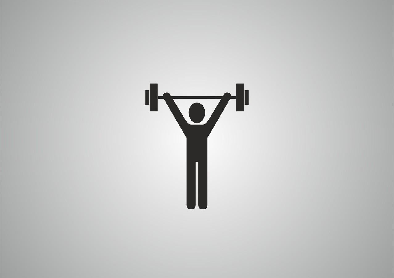 Jakie akcesoria sportowe mieć ze sobą na siłowni?