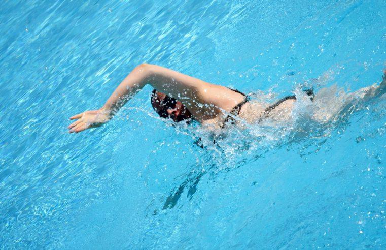 Wyjście na basen – te akcesoria sportowe musisz mieć!